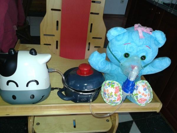 inhalator in posoda z vročo vodo